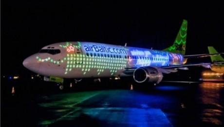 """Plašu ievērību pasaulē guvis """"airBaltic"""" Ziemassvētku apsveikums"""