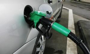 Degvielas cena pieaug spekulantu dēļ
