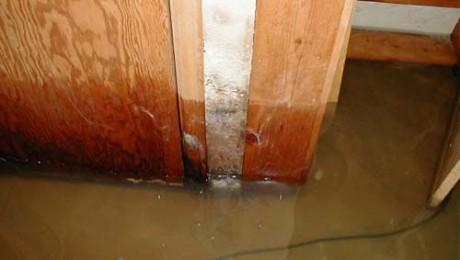 Ogrēnieši atgriežas ūdens izpostītajās mājās